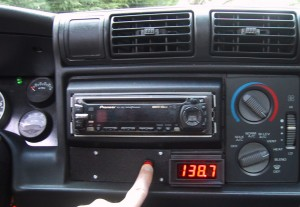 A red LED volt meter mounted in the dash