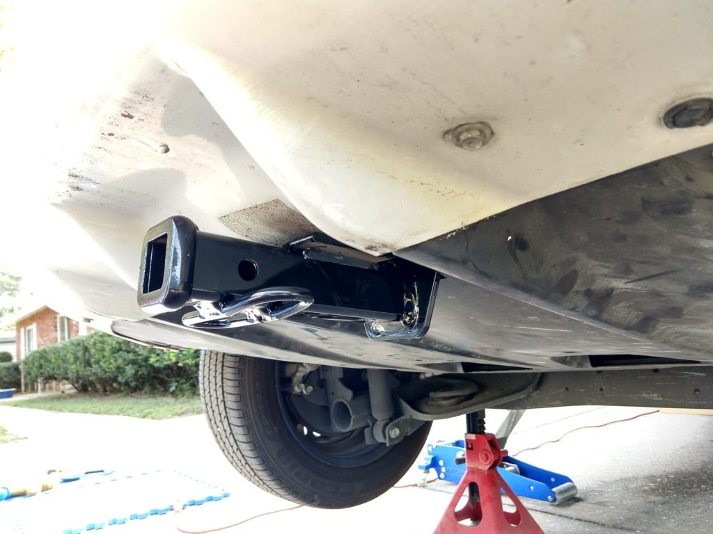 1 1/4 inch hitch receiver mounted under Nissan Leaf